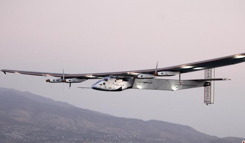 世界最大太阳能飞机更换电池后在夏威夷试飞