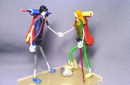 初中时,在学校组织的手工艺品制作比赛中,他制作出的成品就曾打动师生