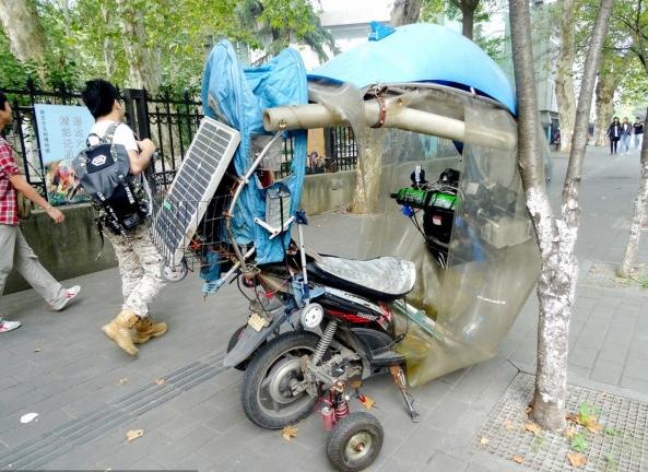 南京某市民改装太阳能电动车 设施一应俱全