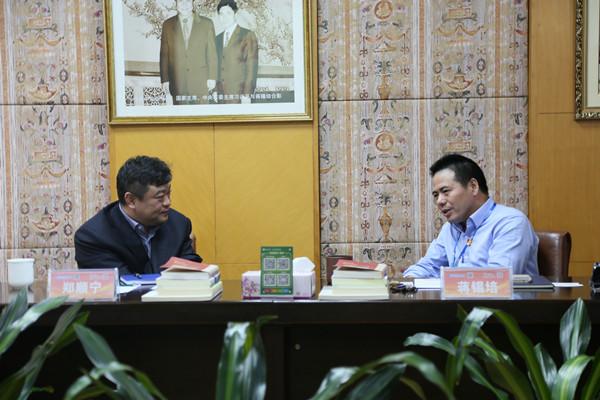 蒋锡培与渤海银行江苏省分行副行长郑顺宁交流