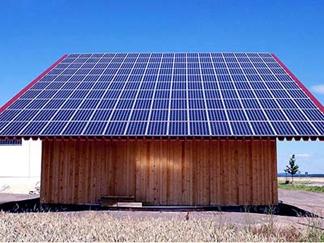 特斯拉太阳能屋顶比普通屋顶更便宜