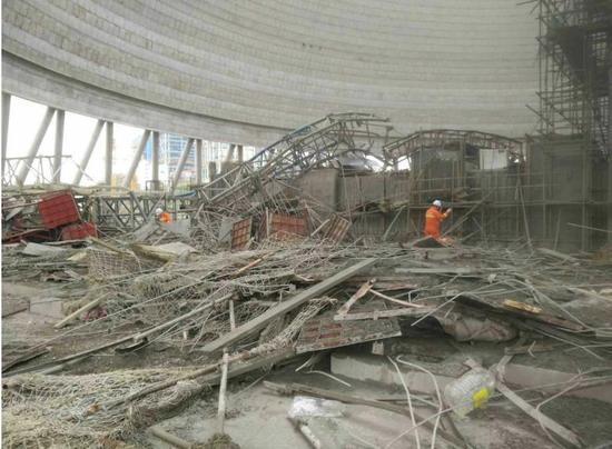 据丰城市安监部门负责人介绍,发生事故的是丰城电厂三期在建的冷却