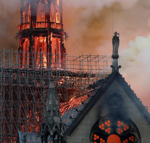 电线短路或为圣母院顶楼火灾原因