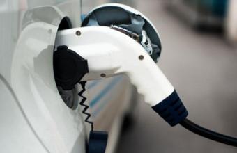 巨大缺口催生强劲需求 充电桩行业持续快速增