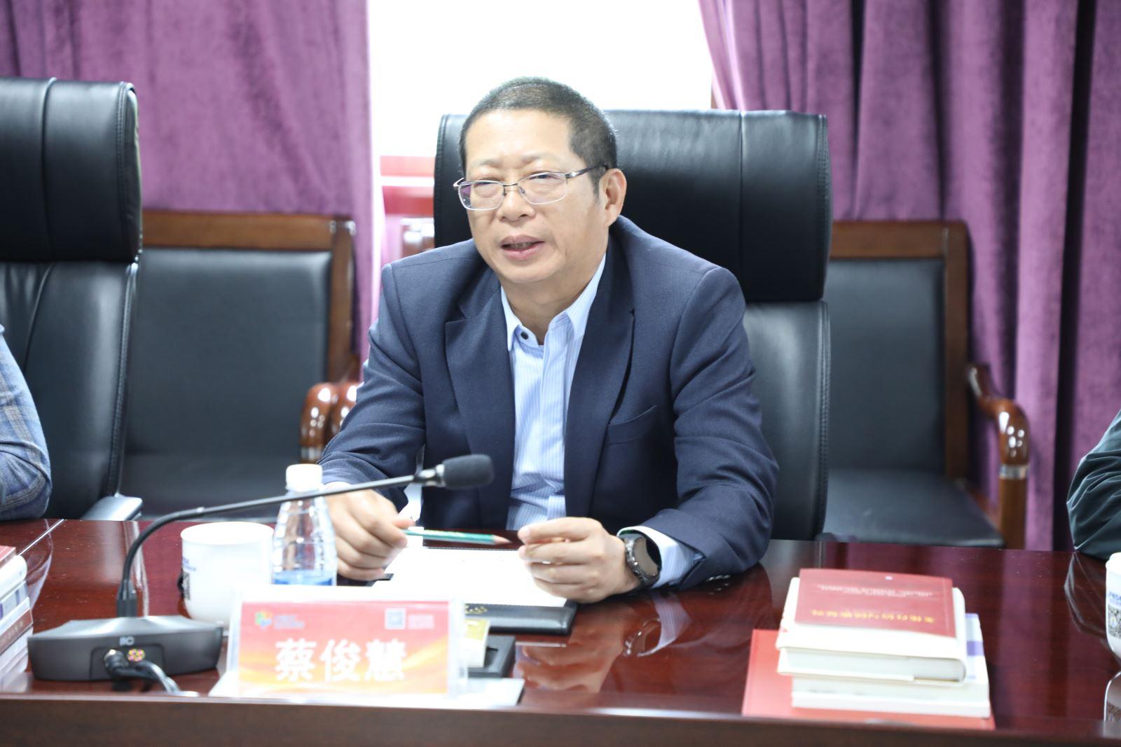 蔡俊慧在座谈会上发言