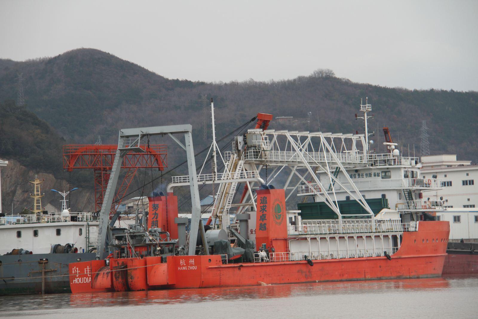 我国新型海底电缆工程船试运行