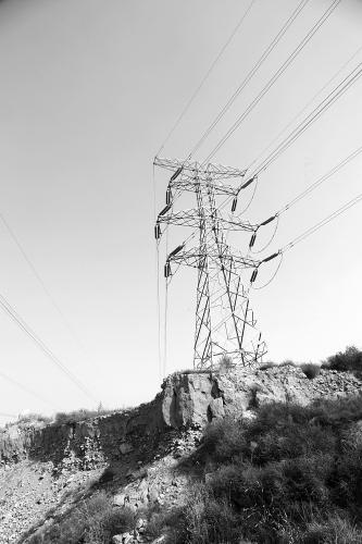 几十米的高压线输电铁塔